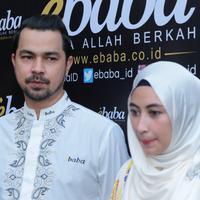 """Seperti diketahui, sang istri Annisa Trihapsari tiga tahun belakangan ini merintis bisnis busana muslim. """"Yang pasti support penuh selalu mendoakan selalu kasih yang terbaik untuk istri,"""" tutur Sultan Djorghi. (Adrian Putra/Bintang.com)"""