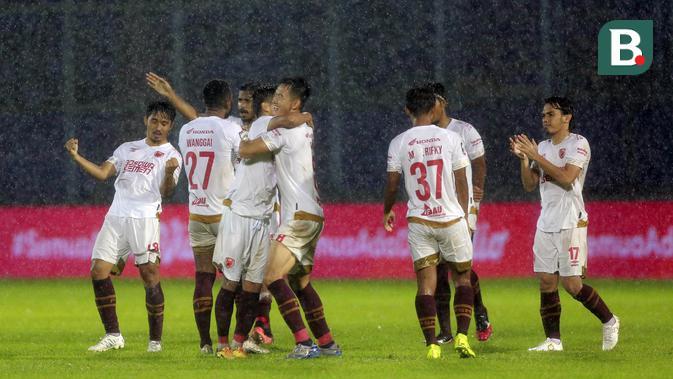 PSM Makassar sukses menyarangkan semua tendangan penalti melalui empat eksekutor, yaitu Hasyim Kipuw, Rasyid Bakri, Abdul Rachman, dan Sutanto Tan. (Foto: Bola.com/Arief Bagus)