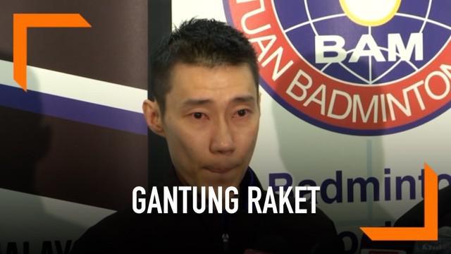 Pebulutangkis Malaysia Lee Chong Wei menangis saat mengumumkan pengunduran dirinya dari dunia olahraga. Ia mundur setelah terkena penyakit kanker hidung.