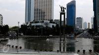 Situasi lalu lintas di kawasan Bundaran HI, Jakarta tampak lengang, Selasa (1/9/2015). Arus lalu lintas di kawasan Bundaran HI terlihat sepi dari pedemo. (Liputan6.com/Yoppy Renato)