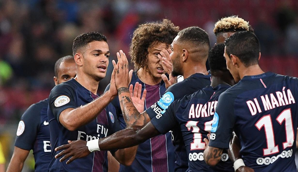 Paris Saint-Germain (PSG) meraih gelar perdana musim ini setelah menang 4-1 atas Olympique Lyon pada ajang Piala Super Prancis di Stadion Worthersee, Klagenfurt, Minggu (7/8/2016) dini hari WIB. (AFP/Boris Horvat)
