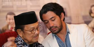 Aktor Reza Rahadian sukses memerankan tokoh presideng ketiga RI BJ Habibie. Kesuksesannya tidak hanya di tanah air, tapi juga sampai di asia pasific. Reza baru saja meyabet gelar aktor terbaik seasia pasific. (Adrian Putra/Bintang.com)
