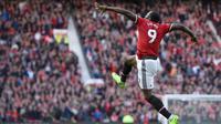 Penyerang Setan Merah, Romelu Lukaku menyumbangkan satu gol saat melawan Everton pada lanjutan Premier League di Old Trafford, Manchester (17/9/2017). Manchester United menang 4-0.  (AFP/Oli Scarff)