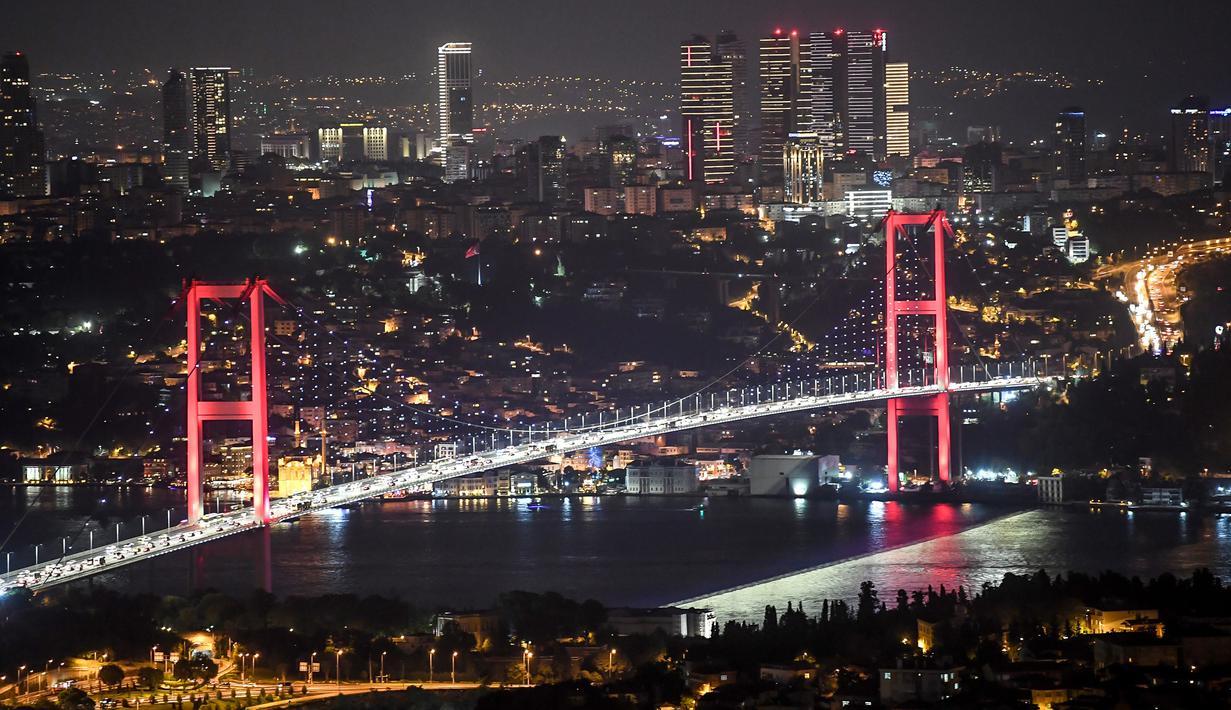 021039400 1535104870 20180824 Jembatan Bosphorus 1 - Destinasi Wisata Favorit di Turki yang Memesona Wisatawan