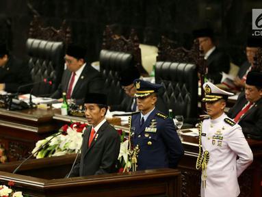Presiden Joko Widodo (Jokowi) menyampaikan Pidato Kenegaraan, Nota Keuangan dan Rancangan Anggaran Pendapatan Belanja Negara (RAPBN) 2018 di Gedung Parlemen, Jakarta (16/8). (Liputan6.com/Johan Tallo)