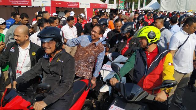 Perkenalkan Kendaraan Listrik Tiga Menteri Menteri Konvoi