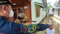 Gubernur Zainal dan Bupati Malinau, Wempi meninjau Desa Pulau Sapi, Kec Mantarang salah satu desa terdampak banjir