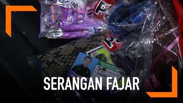 Sejumlah paket sembako yang disertai kartu nama seorang caleg diamankan Bawaslu Kabupaten Gowa, Sulawesi Selatan.
