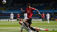 Manchester United mengambil inisiatif menyerang sejak menit pertama. Marcus Rashford punya peluang emas diawal dan diakhir babak pertama laga. Namun, bola hasil tembakannya masih sangat lemah. (Foto: AFP/Pool/Jon Super)