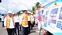 Presiden RI Joko Widodo (Jokowi) mengunjungi proyek pembangunan Tol Manado–Bitung (Mabit). (Dok Kementerian PUPR)