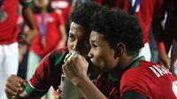 Bagus Kahfi dan Bagas Kaffa merayakan juara Piala AFF U-16 2018. (Bola.com/Aditya Wany)