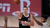 Nikola Jokic membantu Nuggets ke semifinal Wilayah Barat NBA (AP)