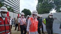 Menhub Budi Karya Sumadi melakukan kunjungan kerja ke proyek pembangunan LRT Jabodebek di Stasiun LRT Dukuh Atas, Jakarta, Minggu, 29 November 2020. Liputan6.com