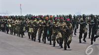Dalam perayaan HUTnya yang ke-69, TNI mengerahkan ribuan prajuritnya untuk memeriahkan acara, Surabaya, Senin (7/10/2014) Surabaya (Liputan6.com/Johan Tallo)