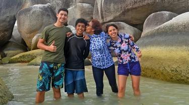6 Momen Kebersamaan Susi Pudjiastuti dengan Anak dan Cucunya, Penuh Kehangatan
