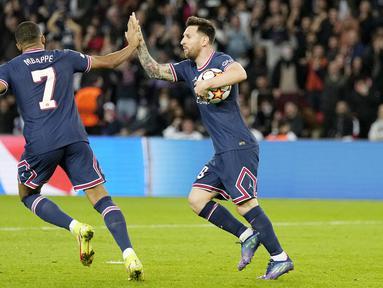 Paris Saint-Germain (PSG) harus bekerja keras untuk memetik kemenangan dramatis dengan skor 3-2 atas RB Leipzig pada  matchday 3 Grup A Liga Champions di Stadion Parc des Princes, Rabu (20/10/2021). (AP/Francois Mori)
