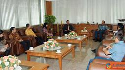 Citizen6, Cilangkap: Panglima TNI menerima kunjungan Rektor UI, di Mabes TNI Cilangkap, Jakarta Timur, Senin (4/4). (Pengirim: Badarudin Bakri Badar)