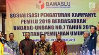 Ketua Bawaslu Abhan (ketiga kiri) menghadiri acara sosialisasi pengaturan kampanye pemilu 2019 berdasarkan undang undang no 7 tahun 2017 tentang pemilihan umum di Jakarta, Senin (26/2).(Www.sulawesita.com)