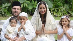 Indah Kalalo menikah dengan seorang pria kebangsaan Australia pada 2011. Dari pernikahan itu, rumah tangga Indah Kalalo dikaruniai tiga orang anak. (Foto: instagram.com/indahkalalo)