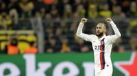 Penyerang PSG, Neymar berselebrasi usai mencetak gol ke gawang Dortmund pada pertandingan leg pertama babak 16 Liga Champions di Dortmund, Jerman (18/2/2020). Dortmund menang 2-0 atas PSG. (AP Photo/Michael Probst)