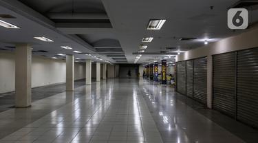 Suasana di kompleks pertokoan di kawasan Blok M, Jakarta, Senin (2/11/2020). Dampak dari PSBB kian terasa di beberapa pusat perdagangan, salah satunya kawasan pertokoan di Blok M. (Liputan6.com/Johan Tallo)