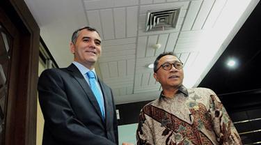 Ketua MPR, Zulkifli Hasan, menerima Duta Besar Turki, Zakeriya Akcam di Gedung Parlemen, Jakarta, Senin (3/11/2014). (Liputan6.com/Andrian M Tunay)