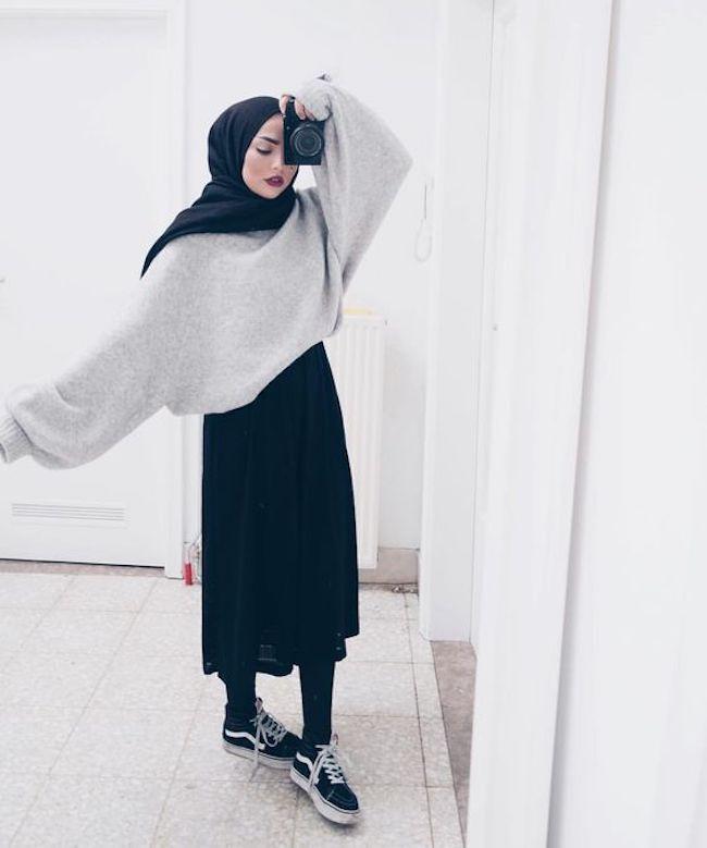 Padu padan busana hijab dengan sweater oversize. (sumber foto: instagram.com/pinterest)