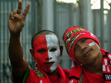 Pendukung Timnas Indonesia di Stadion Bukit Jalil, Kuala Lumpur, Malaysia. Jelang Pertandingan Indonesia-Laos Minggu, 25 November 2012.