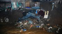 Tiga rumah di tepi Sungai Cipakancilan, Kelurahan Bondongan, Kecamatan Bogor Selatan, ambruk karena longsor. (Liputan6.com/Achmad Sudarno)