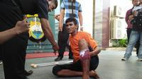Pemuda Bima tersangkapembunuh karyawati gara-gara cinta itu tertembak di betis. (Liputan6.com/Eka Hakim)