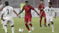 Striker Timnas Indonesia, Beto Goncalves, menggiring bola saat melawan Timor Leste pada laga Piala AFF 2018 di SUGBK, Jakarta, Selasa (13/11). Indonesia menang 3-1 atas Timor Leste.(Bola.com/M. Iqbal Ichsan)