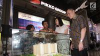 Direktur Marketing Pikko Group Sicilia Alexander Setiawan (kedua Kanan) berbincang dengan Director Consumer Banking Bank BTN Budi Satria (kedua kiri), di booth Pikko, Indonesia Property Expo (IPEX) 2018, Jakarta, Sabtu (3/2). (Liputan6.com/Angga Yuniar)