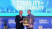 Penghargaan sebagai Bank Persero Terbaik dan CEO of The Year 2019 diterima langsung oleh Direktur Utama Bank BRI Suprajarto di Hotel Raffles, Jakarta, Jumat (12/7).