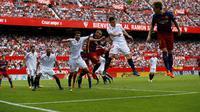 Gelandang Barcelona Ivan Rakitic (kanan) (REUTERS/Marcelo del Pozo)