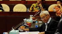 Wakil Ketua DPR RI Agus Hermanto memimpin rapat pemilihan ketua dan wakil ketua Komisi V, Jakarta, Kamis (30/10/2014). (Liputan6.com/Andrian M Tunay)
