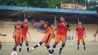 Persiraja Banda Aceh resmi memulai latihan perdana pada Selasa (25/5/2021). (Nandang Permana/Bola.com)