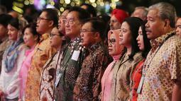 Wapres Jusuf Kalla didampingi oleh Presiden TAFISA Ju-Ho Chang (batik hijau) pada saat pembukaan Tafisa Games 2016 ke-6 di Mall Ancol Beach City, Jakarta, Sabtu (8/10). Jusuf Kalla secara resmi membuka The 6th TAFISA 2016. (Liputan6.com/Herman Zakharia)