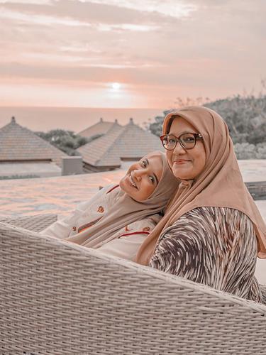 Fanny Bauty dan Zaskia Sungkar (https://www.instagram.com/p/CJGwBajBPdv/)