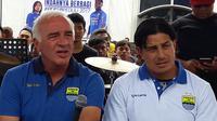 Pelatih Persib, Mario Gomez, dan asisten pelatih Fernando Soler (kanan). (Bola.com/Erwin Snaz)