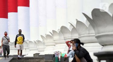 Warga beraktivitas di area Lawang Salapan atau Tepas Salapan Mlawang Dasakreta, Kota Bogor, Jawa Barat, Sabtu (29/8/2020). Wali Kota Bogor Bima Arya Sugiarto mengatakan akan menerapkan jam malam, menyusul ditetapkannya kota hujan ini sebagai zona merah COVID-19. (Liputan6.com/Helmi Fithriansyah)