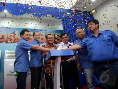 JICT meluncurkan inovasi pembayaran baru via Gen2 Online Billing Self Service (G-BOSS) di Gedung Billing JICT, Jakarta, Senin (18/5/2015). G-BOSS merupakan inovasi terbaru berupa layanan pembayaran ekspor impor mandiri. (Liputan6.com/Faizal Fanani)