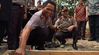 Peletakan batu pertama (Liputan6.com/ Pramita Tristiawati)