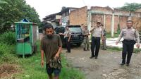 Petugas Polsek Bogor melakukan razia orang gila di sejumlah tempat. (Istimewa)