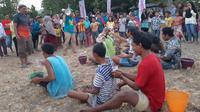 Bangkitkan semangat pengungsi Lombok dengan aneka lomba dan permainan.