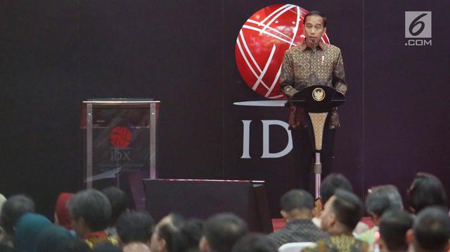 Presiden Joko Widodo memberikan sambutan pada penutupan index saham gabungan 2017 di BEI, Jakarta, Jumat (29/12). Perdagangan bursa saham 2017 ditutup pada level 6.355,65 poin, angka tersebut naik dibandingkan tahun 2016. (Liputan6.com/Angga Yuniar)