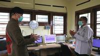 Gubernur Jateng Ganjar Pranowo memastikan informasi denda Rp100 bagi yang tidak pakai masker saat keluar rumah di Jateng adalah tidak benar alias hoaks. (Liputan6.com/ Felek Wahyu)