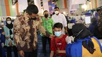 Wali Kota Medan, Bobby Nasution, meninjau langsung sentra vaksinasi massal