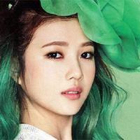 Penampilan merupakan salah satu hal yang penting bagi seorang idol K-pop. Salah satunya adalah dengan mewarnai rambut mereka. Beberapa di antara mereka pernah mewarnai rambutnya menjadi hijau. (Foto: redvelvet.wikia.com)