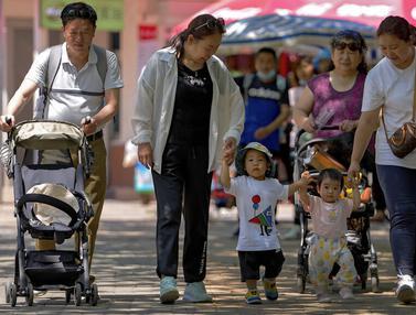 FOTO: China Izinkan Warganya Punya Tiga Anak