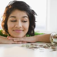Mulai sekarang, kamu enggak akan lupa menyisihkan uangmu untuk ditabung.